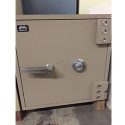 "999318 Pre-Owned Magnum ""E"" Rated Safe"